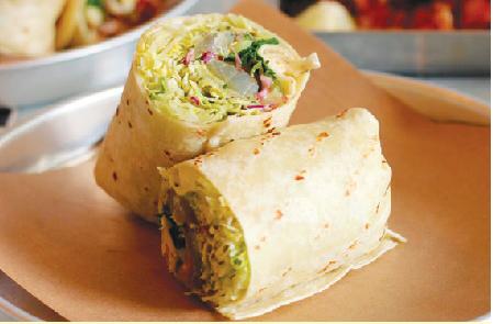 ツナとアボカドの黄金コンビが日本人にも 嬉しいSmoked Tuna Burrito $12( 撮影 Amy Ho)
