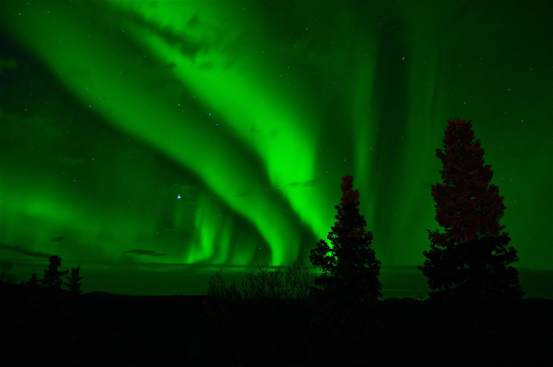aurora-borealis-744351_1920